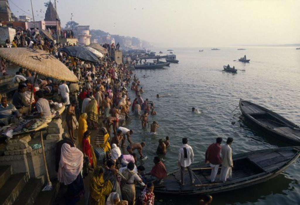 India, Uttar Pradesh, Varanasi, Crowded Banks Of The Ganges River During Sivaratri Festival : Stock Photo