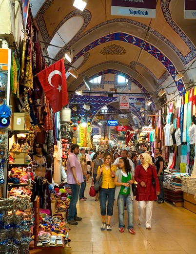 Stock Photo: 1851-6887 Shopping at the Grand Bazaar at Istanbul