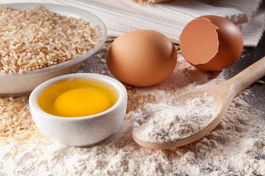 Close-up of brown rice with flour and eggs : Stock Photo