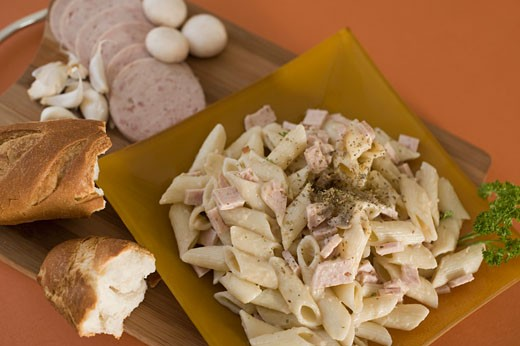 Stock Photo: 1884-63114 Close-up of a plate of pasta with breads
