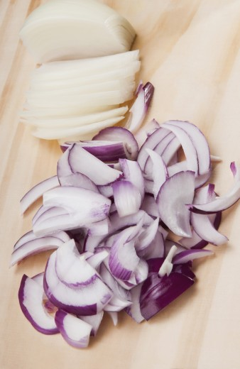 Close-up of chopped onions on a cutting board : Stock Photo