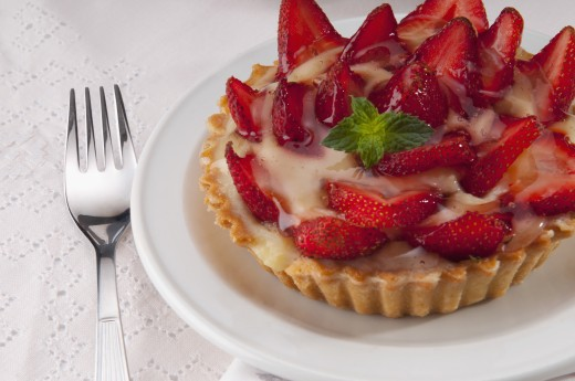 Stock Photo: 1884-66271 High angle view of strawberry tart