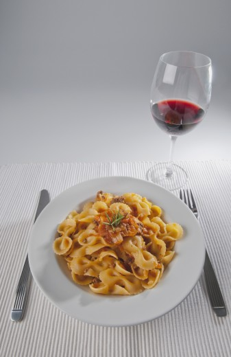 Stock Photo: 1884-66425 Close-up of basil garnished pasta with red wine