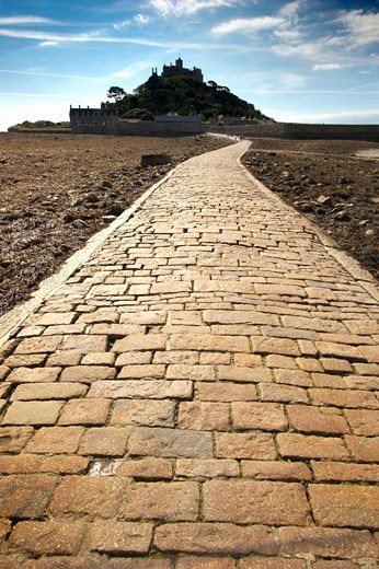 Stock Photo: 1885-10358 UK - England, Cornwall, Marazion , The Causeway to St Michaels Mount at low tide
