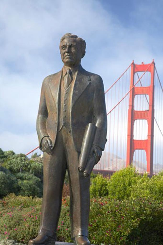 USA, California, San Francisco, Statue of bridge builder Joseph Strauss with Golden Gate Bridge in background : Stock Photo