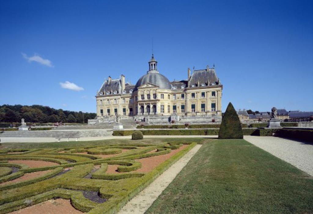 Stock Photo: 1885-1099 France, Ile de France, Vaux-le-Vicomte , Vaux-le-Vicomte Chateau and gardens