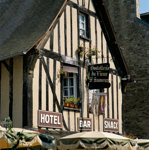 Stock Photo: 1885-1129 France, Brittany, Dinan, Timbered cafe