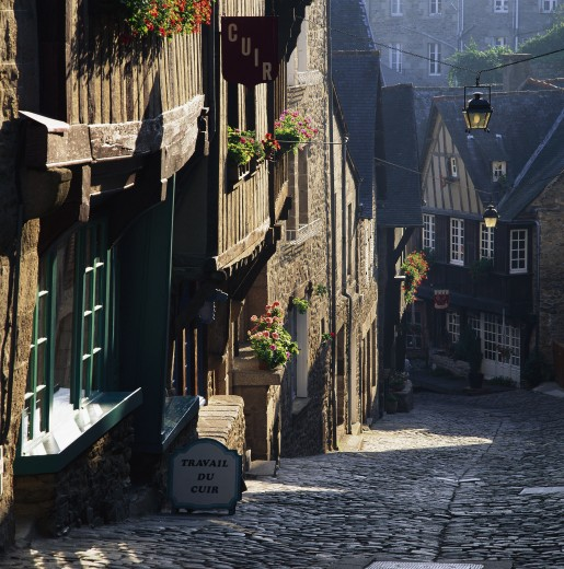 Stock Photo: 1885-1182 France, Brittany, Dinan , View down steep cobbled street