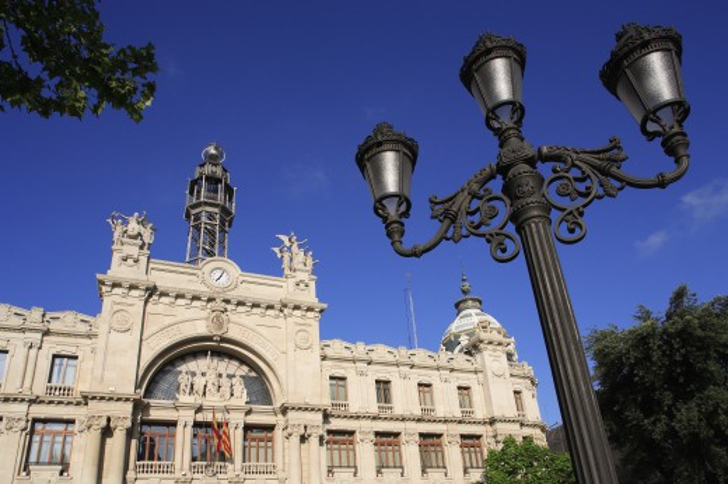 Stock Photo: 1885-11984 Spain, Valencia Region, Valencia, Plaza Ayuntamiento - Post and Telegraph Office and ornate lamp