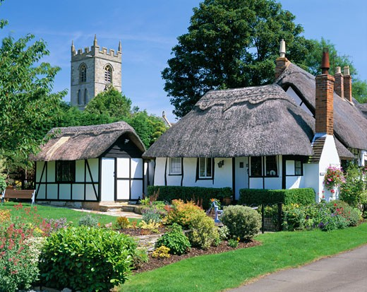UK - England, Warwickshire, Welford-on-Avon, Ten Penny Cottage - thatched cottage and garden : Stock Photo