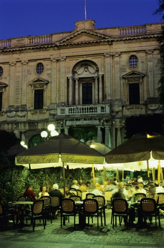Maltese Islands, Malta, Valletta, Evening restaurant scene in Republic Square : Stock Photo