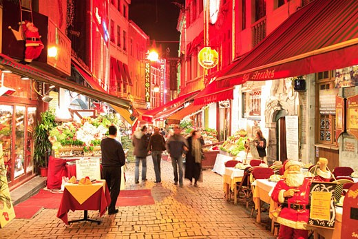Belgium, Flanders, Brussels, Restaurants at night at Christmas : Stock Photo