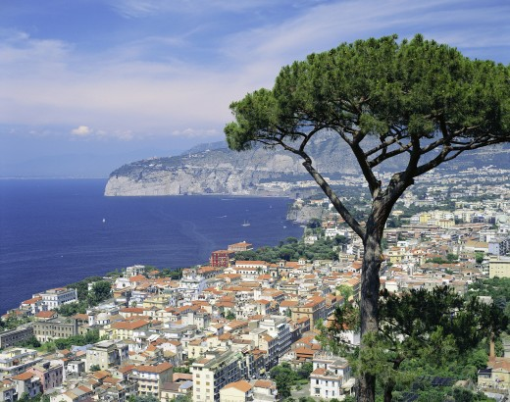Stock Photo: 1885-1490 Italy, Campania, Sorrento, View over the Bay of Naples & Sorrento