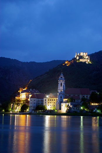 Stock Photo: 1885-16690 Austria, Lower Austria, Durnstein, View over the River Danube at night