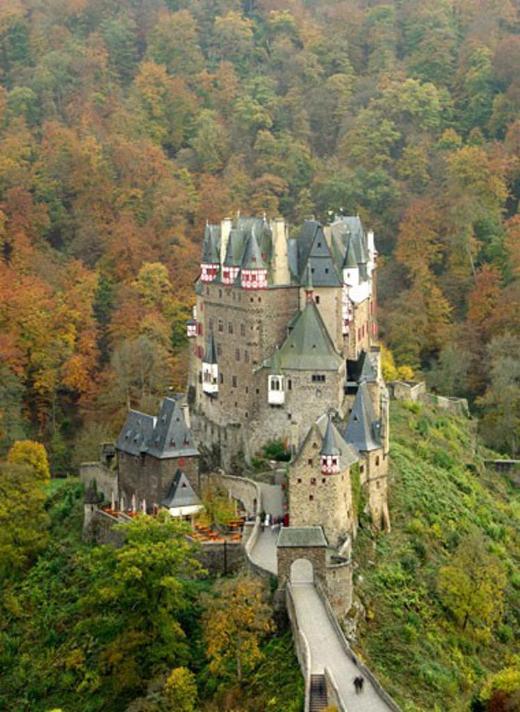Stock Photo: 1885-18771 Germany, Rhineland-Palatinate, Moselkern, Burg Eltz in autumn
