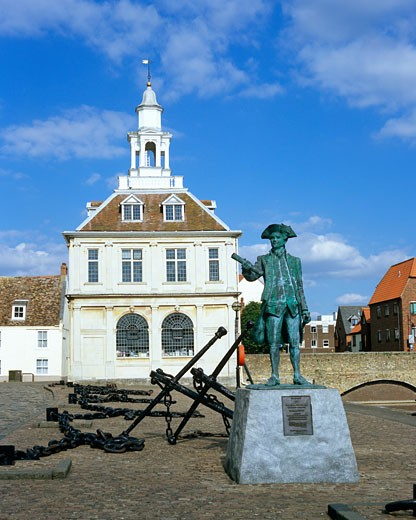 UK - England, Norfolk, Kings Lynn, Customs House and statue of George Vancouver : Stock Photo