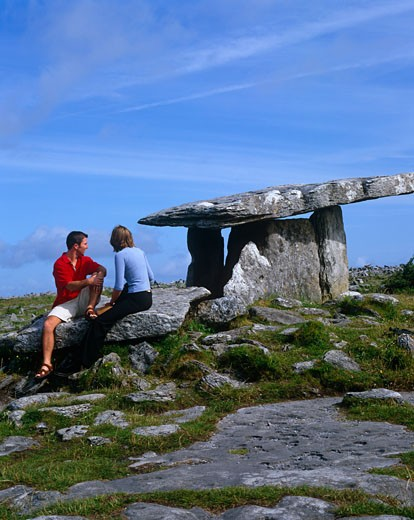 Stock Photo: 1885-20312 Ireland, County Clare, The Burren, Couple at Poulnabrone Dolmen