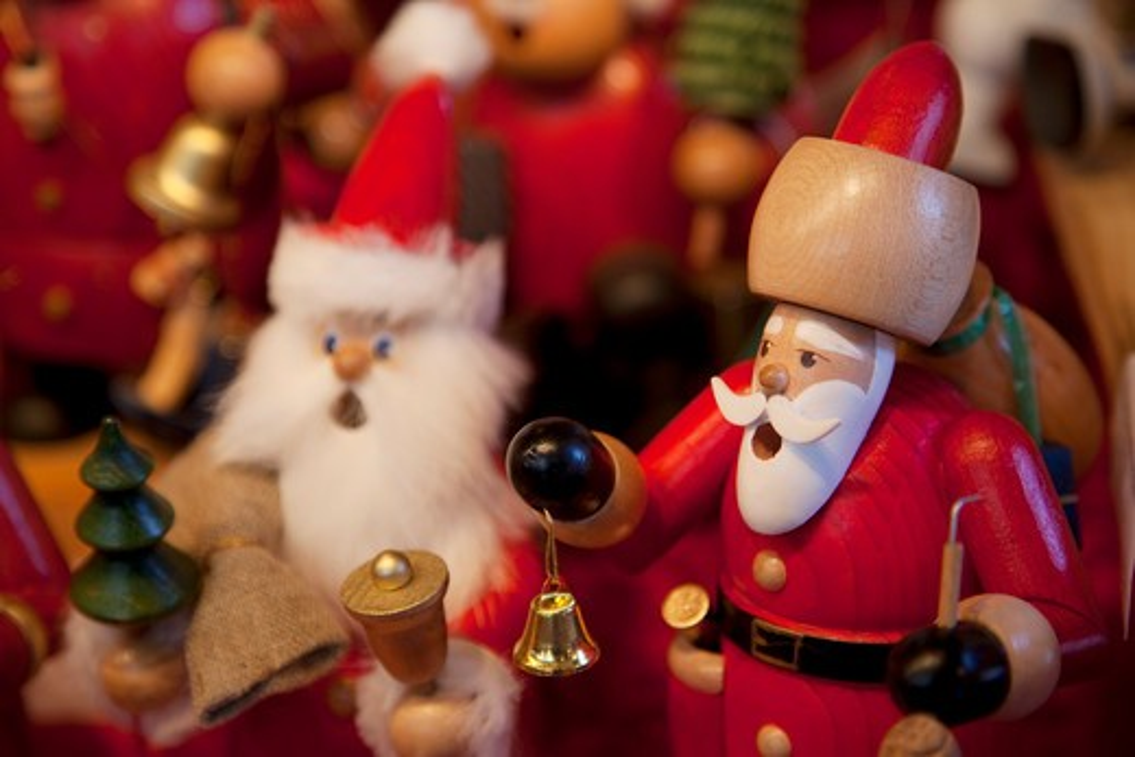 Stock Photo: 1885-21315 Germany, Baden Wurttemberg, Stuttgart, Christmas Market - wooden decorations