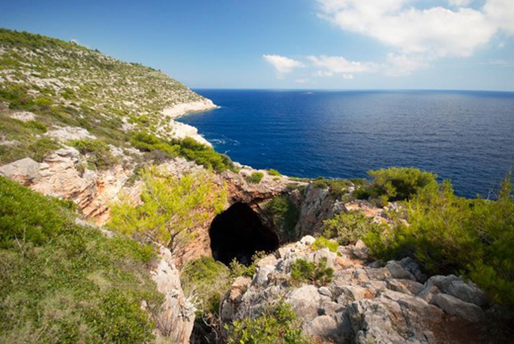 Stock Photo: 1885-22669 Croatia, Mljet, Mljet, A view of Odysseus's cave on the coast of Mljet