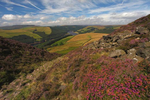 UK - England, Derbyshire, Derwent Edge, Ladybower reservoir from whinstone lee tor : Stock Photo