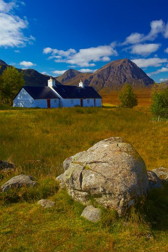 UK - Scotland, Highland, Rannoch Moor, Blackrock Cottage with Buchaille Etive Mor in distance : Stock Photo