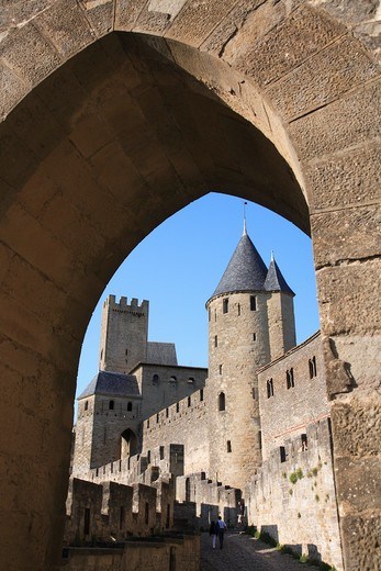 France, Languedoc-Roussillon, Carcassonne, Walled city through archway : Stock Photo