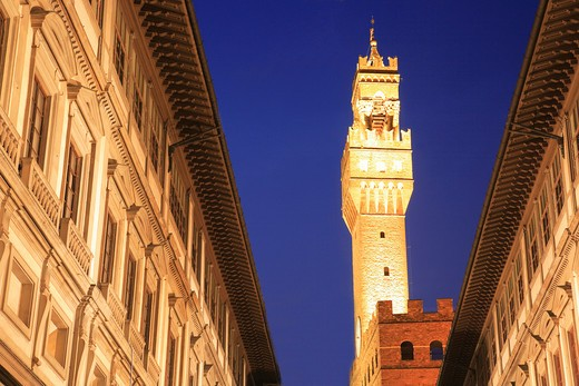 Stock Photo: 1885-24964 Italy, Tuscany, Florence, Belltower of the Palazzo Vecchio and street at night