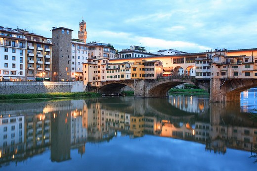 Stock Photo: 1885-24993 Italy, Tuscany, Florence, Ponte Vecchio at dusk