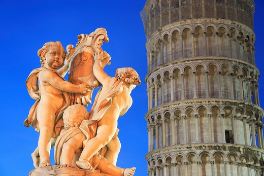 Italy, Tuscany, Pisa, Statue and Leaning Tower - Torre Pendente at night : Stock Photo