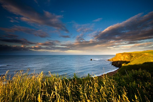Stock Photo: 1885-25074 UK - England, Yorkshire, Saltwick Bay, View over bay at sunset