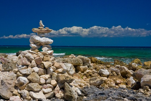Mexico, Quintana Roo, Puerto Aventuras, Rock sculptures and sea view : Stock Photo