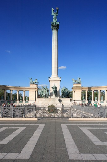 Stock Photo: 1885-27092 Hungary, Budapest, Heroes Square - Millennium Monument