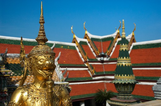 Stock Photo: 1885-27832 Thailand, Bangkok, The Grand Palace - statue and roof