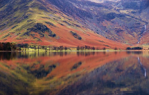 UK - England, Cumbria, Lake District National Park, Lake Buttermere with reflections in autumn : Stock Photo
