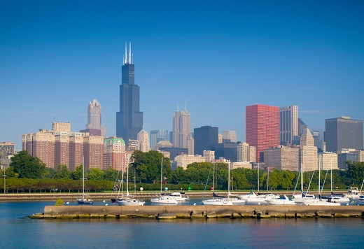 USA, Illinois, Chicago, Lake Michigan and skyline with Sears Tower : Stock Photo
