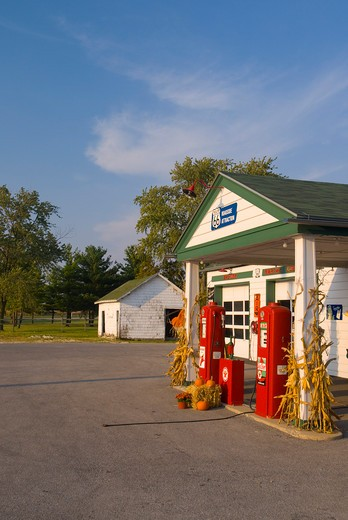 Stock Photo: 1885-28102 USA, Illinois, Dwight, Ambler Becker Gas Station on Route 66