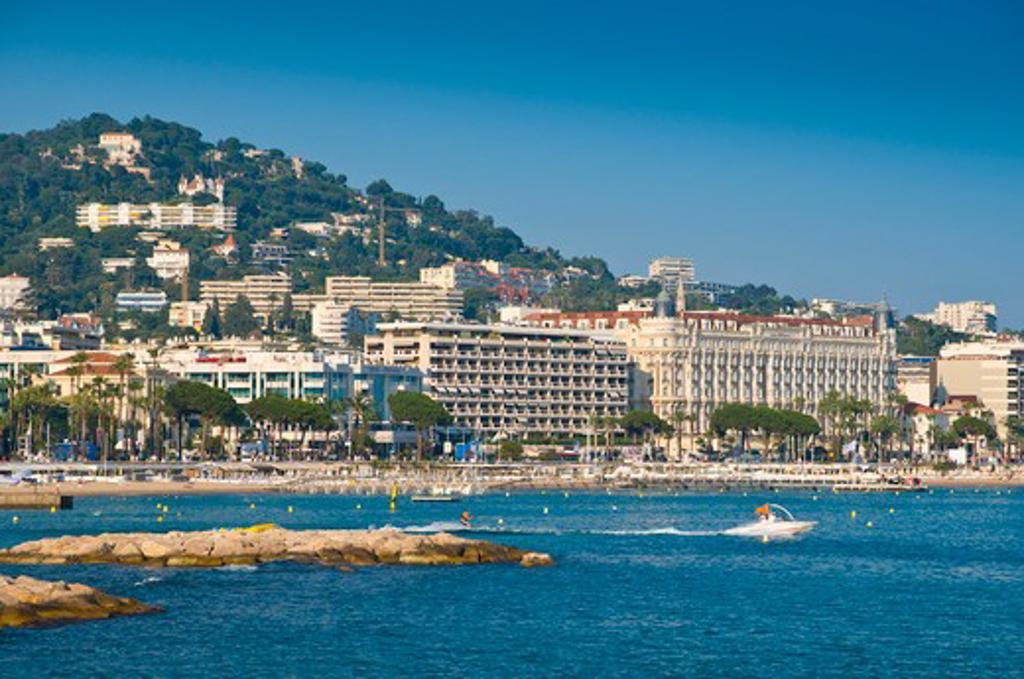 France, Cote d'Azur, Cannes, View of Boulevard de la Croisette and beach : Stock Photo
