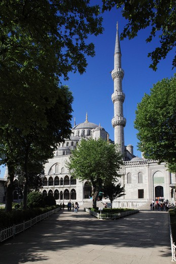 Stock Photo: 1885-28458 Turkey, Istanbul, Blue Mosque - domes and minaret from courtyard