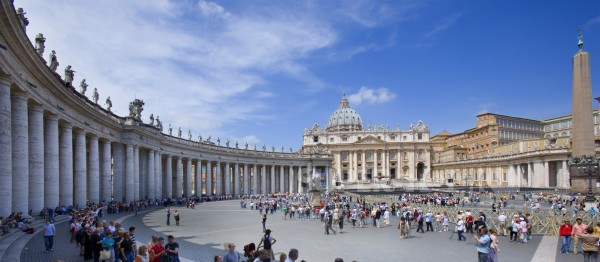 Italy Lazio Rome  Vatican City - view over square to St Peters Basilica : Stock Photo