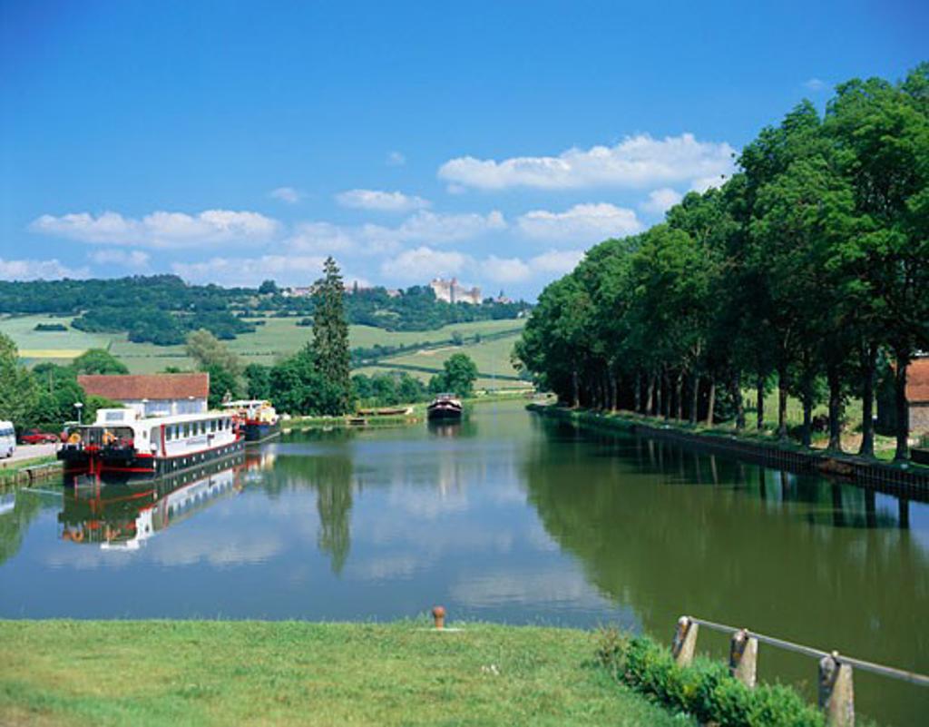 France, Burgundy , Vandenesse En Auxios, Burgundy Canal Scene : Stock Photo