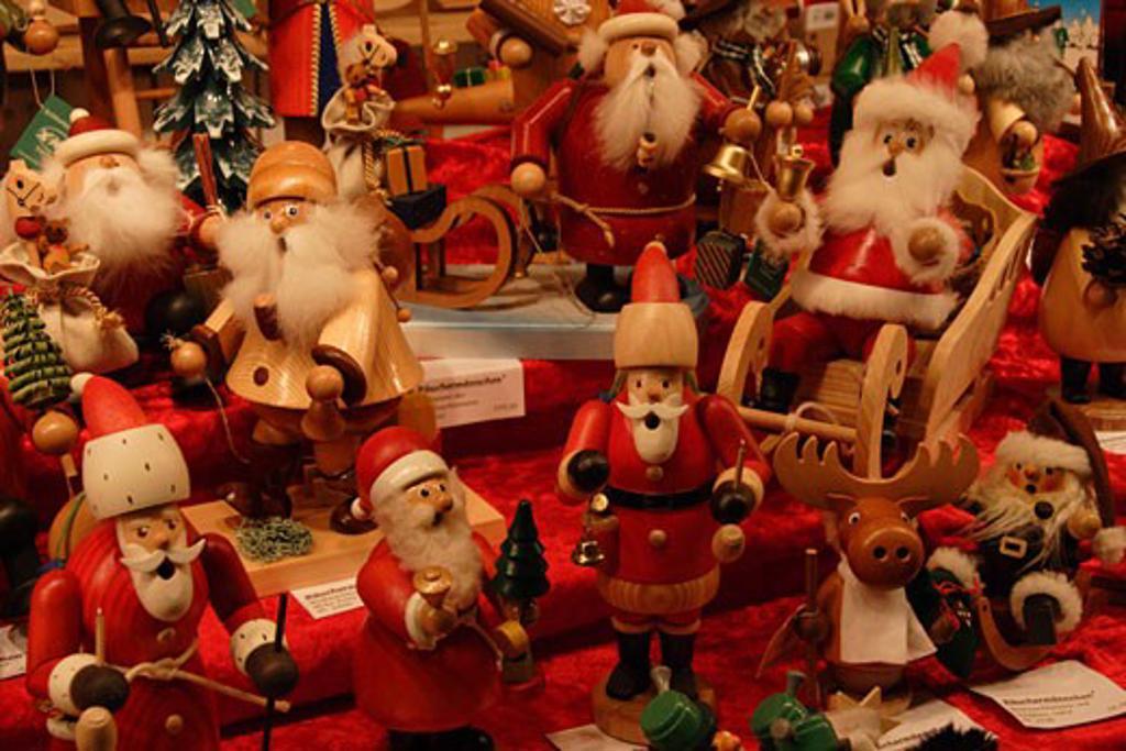Stock Photo: 1885-9965 Germany, Hesse, Frankfurt, Altstadt Christmas Market - souvenir stall