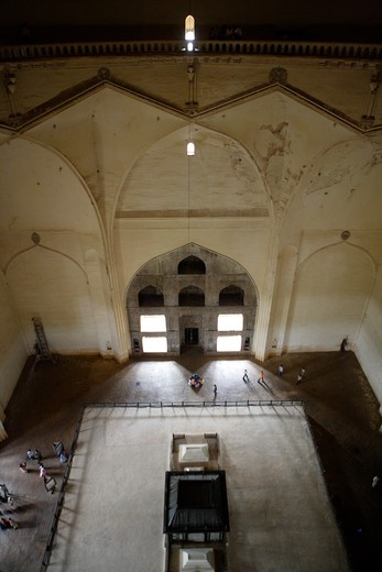 Gol Gumbaz ; built in 1659 ; Mausoleum of Muhammad Adil Shah II (1627-57) and his family  caskets stand on raised platform in the center of the hall ; Bijapur ; Karnataka ; India : Stock Photo