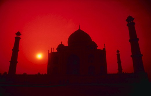 Stock Photo: 1886-50207 Silhouette of Taj Mahal at sunset