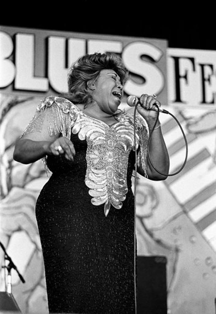 FEMALE BLUES SINGER performs at the MONTEREY BAY BLUES FESTIVAL - MONTEREY, CALIFORNIA : Stock Photo