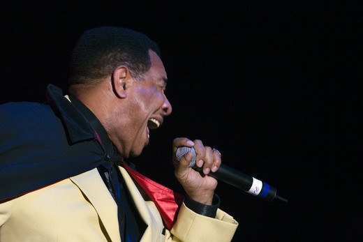 GENE CHANDLER of the 4 KINGS OF RHYTHM & BLUES sings at the MONTEREY BAY BLUES FESTIVAL - MONTEREY, CALIFORNIA : Stock Photo