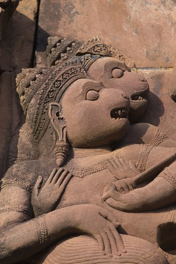Bas relief detail in red sandstone of the W Pediment of the Gopura 1 W at Banteay Srei, 10th century Khmer architecture at Angkor Wat -  Siem Reap, Cambodia : Stock Photo