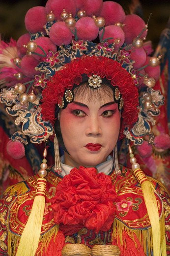 Female star sing in full costume with headdress at the Chinese Opera - Chengdu, China in Sichuan Province : Stock Photo
