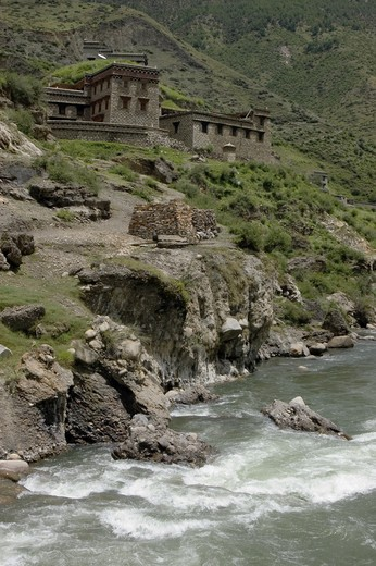 Stock Photo: 1886-53026 The Dab-chu river and Tibetan style houses  in Dabpa County, Kham - Sichuan Province, China, (Tibet)