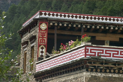 Tibetan style house in Kham vary in decoration from region to region - Sichuan Province, China, (Tibet) : Stock Photo
