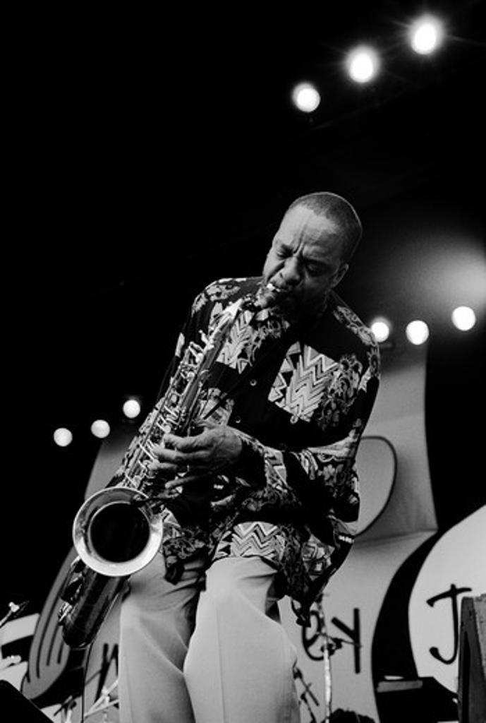 GROVER WASHINGTON JR. plays the saxophone at the MONTEREY JAZZ FESTIVAL  - MONTEREY, CALIFORNIA : Stock Photo